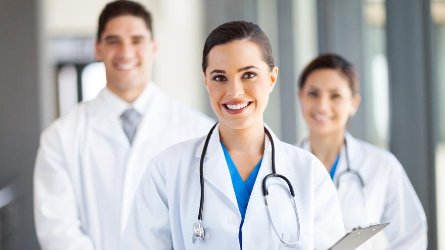 Perú necesita más 16 mil médicos especialistas