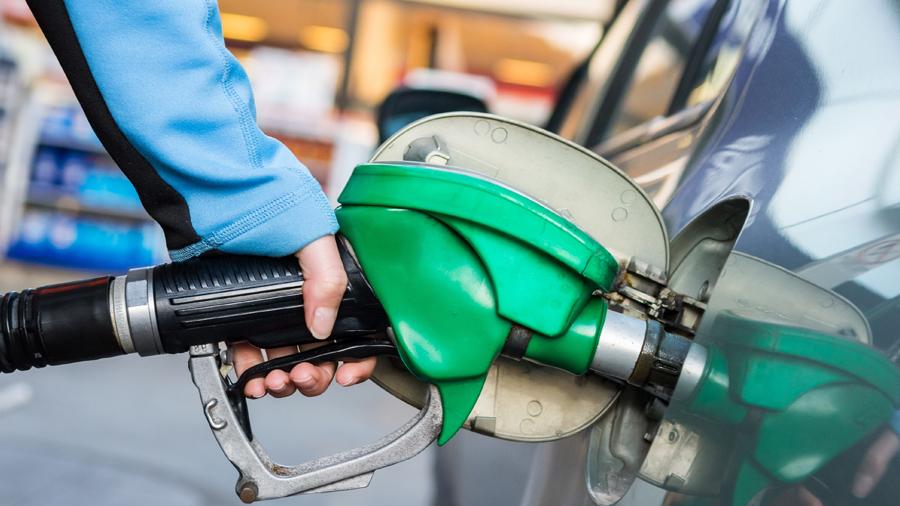 Los automóviles bu el gas la gasolina