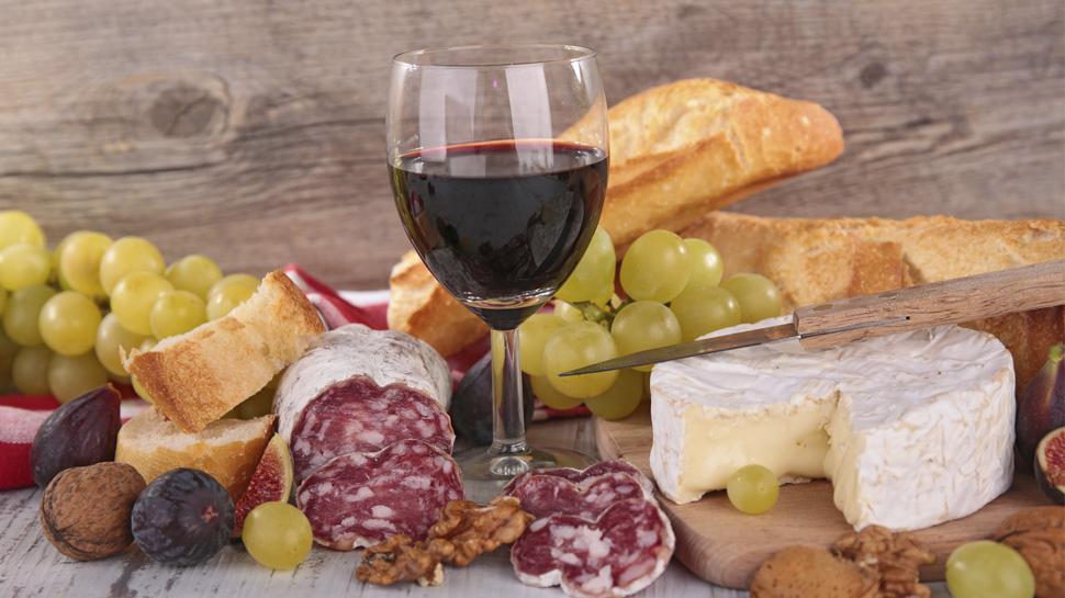 Aprende a maridar los embutidos con vinos y piscos