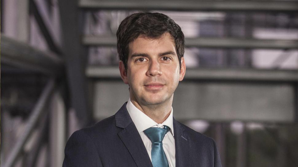 ANTONIO ROMÁN CALZADA – Gerente de Asesoría Jurídica Contenciosa de Telefónica del Perú