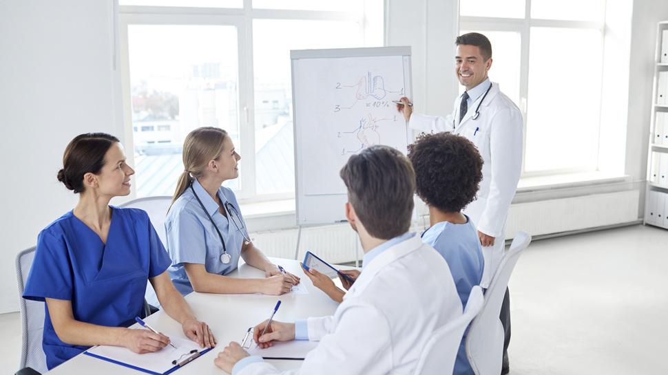 Conoce la oferta de diplomados y especializaciones en salud