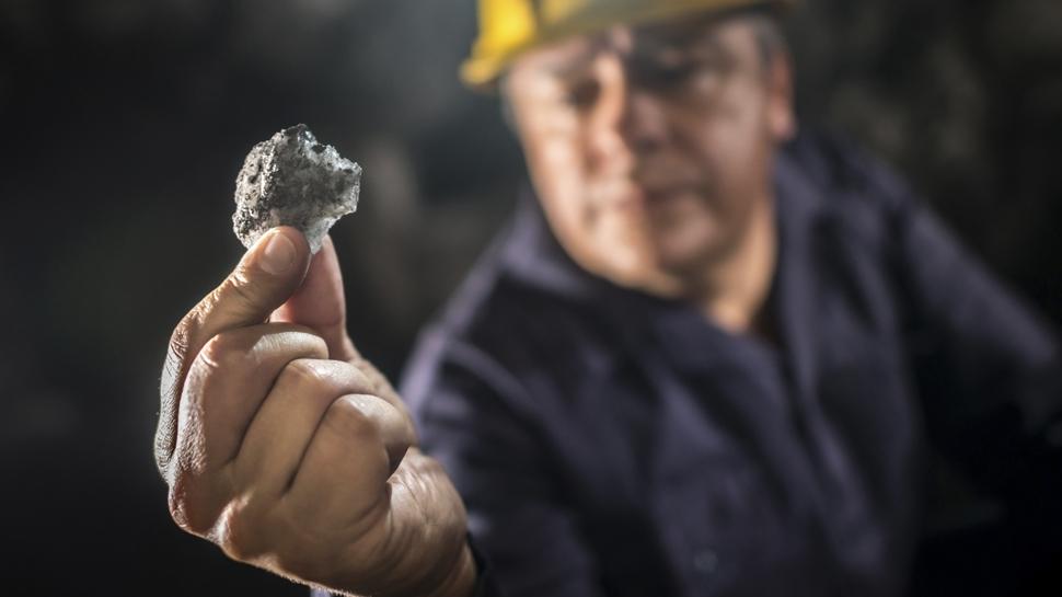 ¿Sabes qué factores condicionan el precio de los metales?